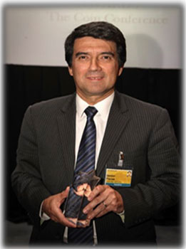 Mr Nestor Plazas received the award on behalf of the Central Bank of Colombia.